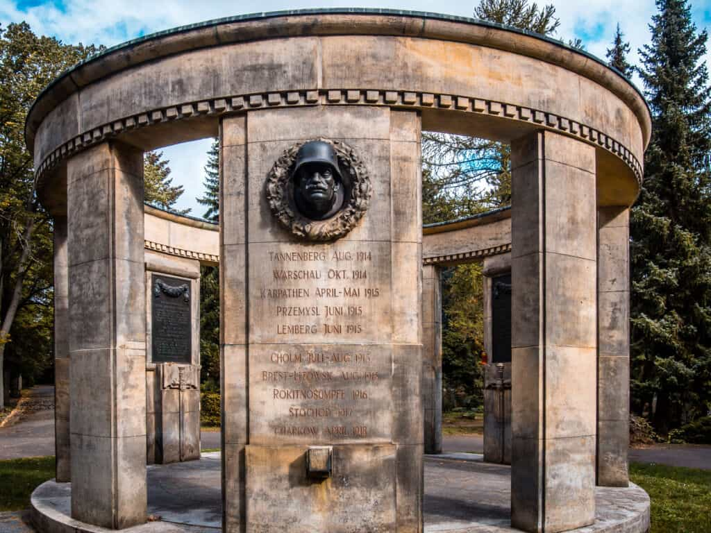 Südfriedhof Leipzig Denkmal I Leipzig Free Tours - Walk like a local I Free Walking Tour Leipzig I www.leipzigfreetours.com