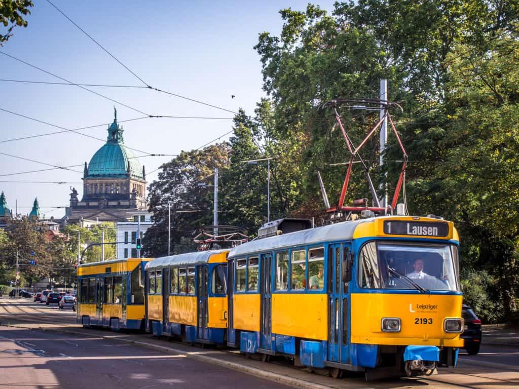 Tram vor dem Bundesverwaltungsgericht Leipzig