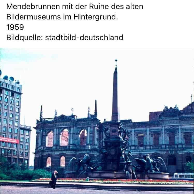 Mendebrunnen mit der Ruine des alten Bildermuseums 1959 I Free-Walking-Tour-Leipzig